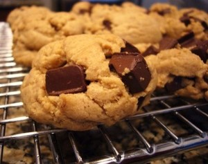 Chocolate_Chunk_Cookies_lizschau
